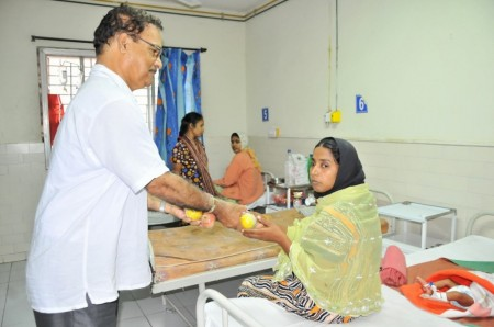 Distribution of fruits to patients
